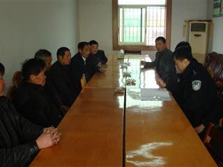 北横村召开警民座谈会