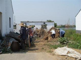 石铁村积极开展村庄环境整治工作