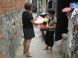 八坼社区发放《台风安全告知书》
