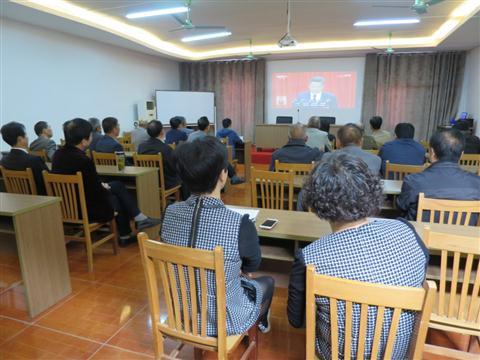青云社区组织党员观看十九大开幕式
