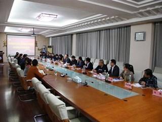 盛泽镇组织人社局与江西服装学院举行合作洽谈会